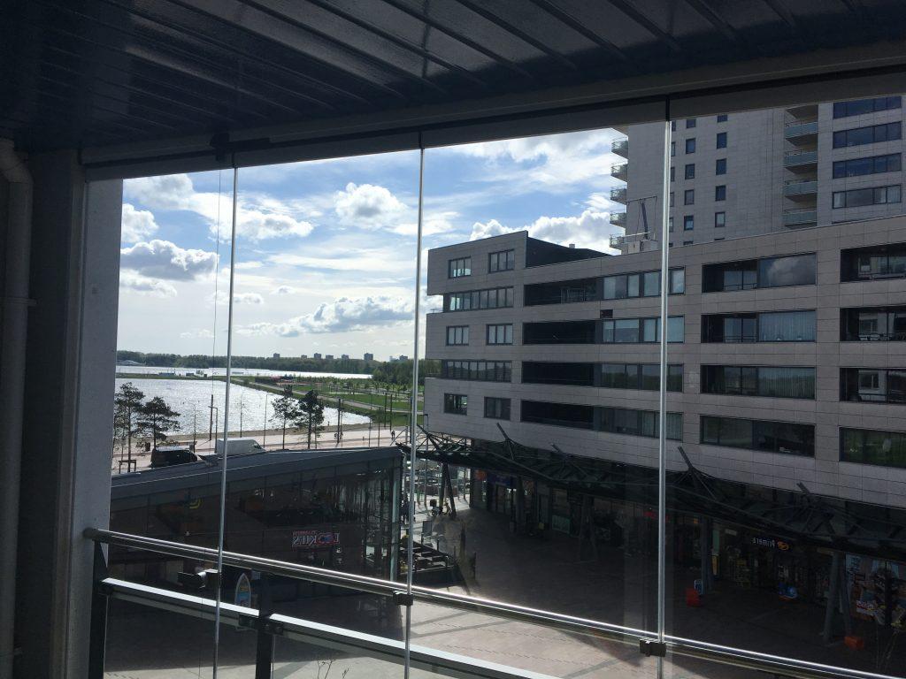 Balkonbeglazing geplaatst in  Rotterdam door Fit In-Glas Belder 82g 4704 RK Roosendaal